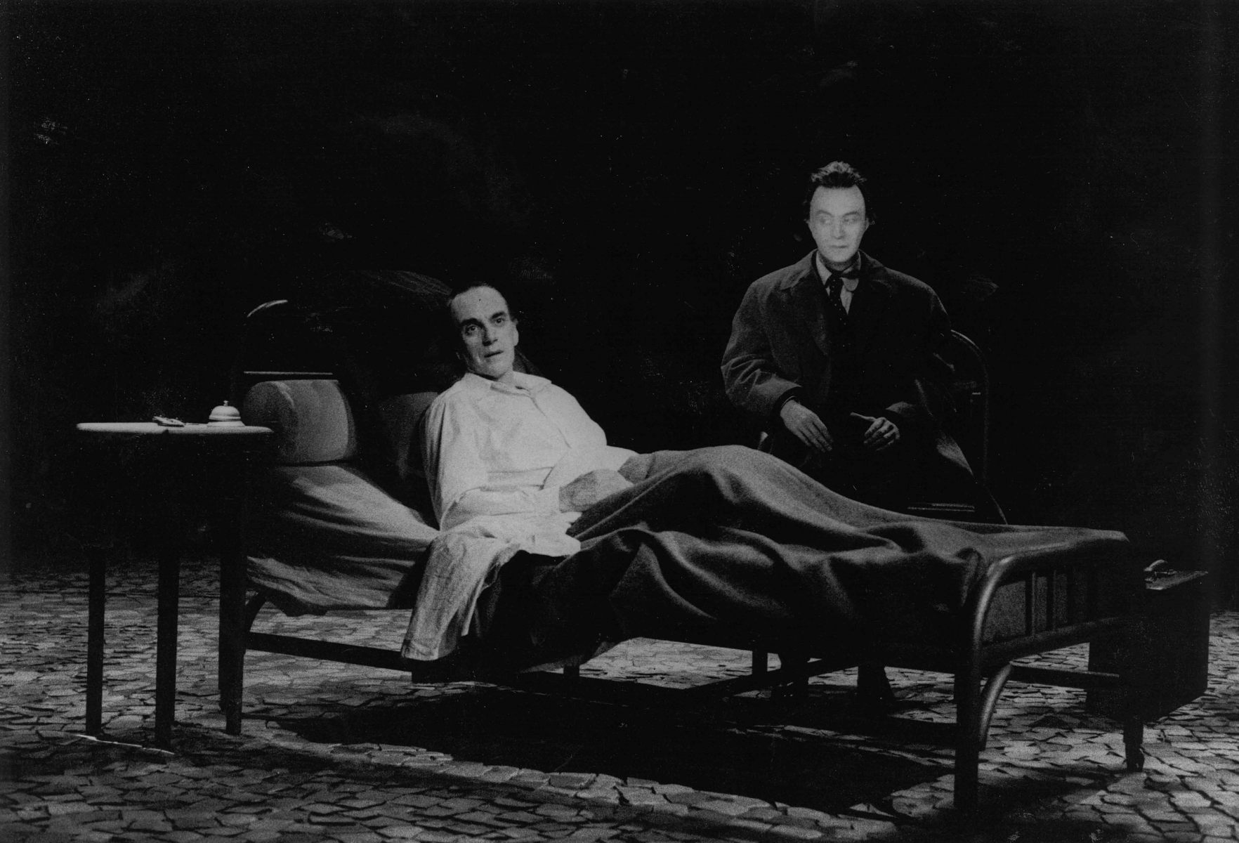 Les trois derniers jours de Fernando Pessoa, Denis Marleau, Paul Savoie + Daniel Parent, FTA 1997© Josée Lambert